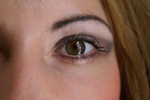 kocie oko w makijażu ślubnym