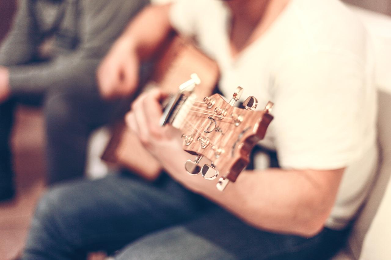 lekcje gry na gitarze poznań